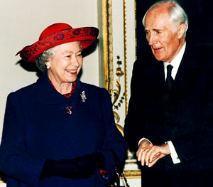 HM Queen Elizabeth II and Sir David Wills at Ditchley Park, 1995